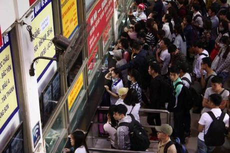 Áp lức quá tải của hành khách khi mua vé khi ngày 30 tháng 4 đến
